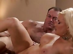 Diamond Foxxx uses her cougar charm to get fucked
