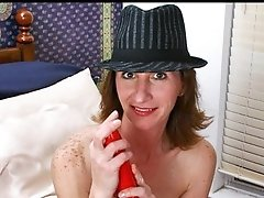 Playful cougar uses a sex tool to make her older fur pie cum